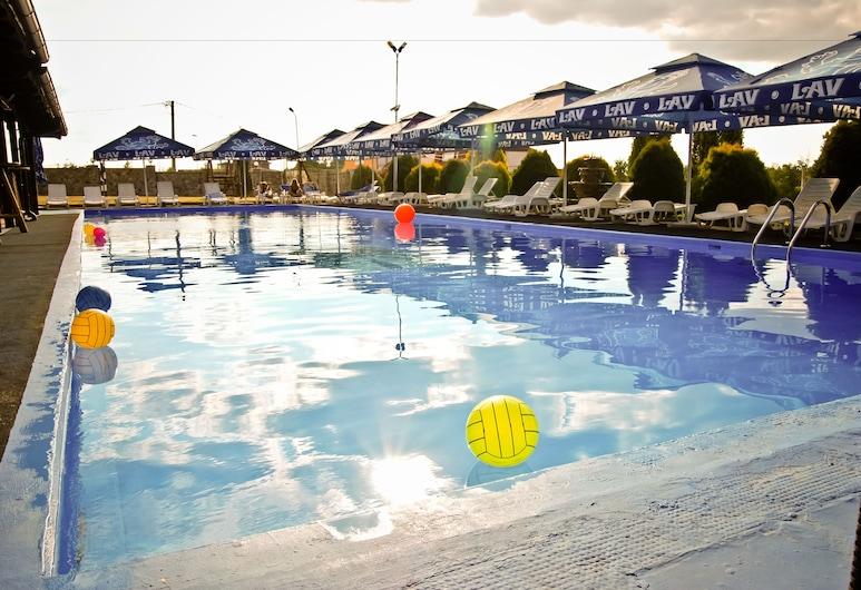 和諧酒店, Cerik, 室外泳池
