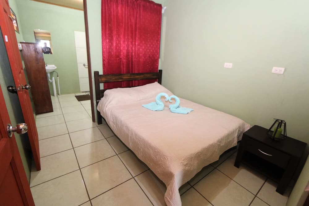 Economy-værelse til 3 personer - fælles badeværelse - Værelse