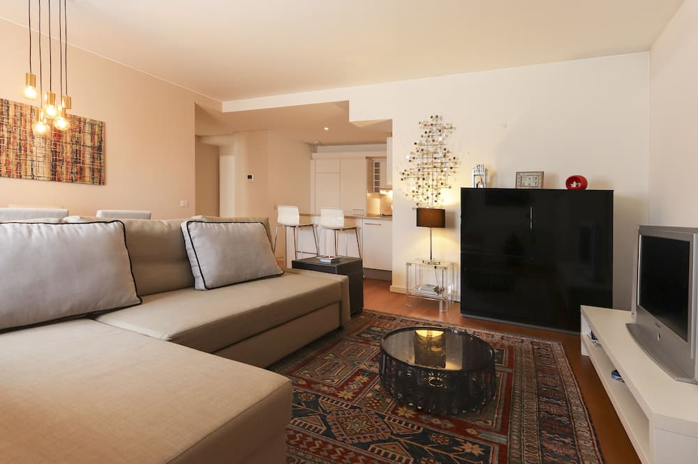 Apartment, 1 Bedroom (R António Maria Cardoso 26 4th Floor) - Living Room