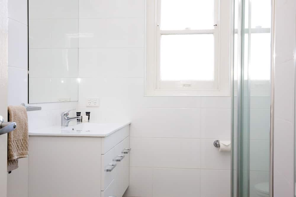Апартаменты «Сити», кухня, вид на сад - Раковина в ванной комнате
