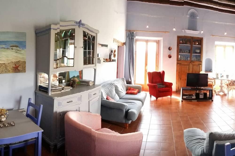 Ev, 6 Yatak Odası, Dağ Manzaralı - Oturma Odası