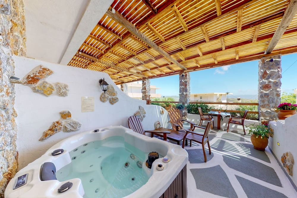 Luxury Suite (Family) - Private spa tub