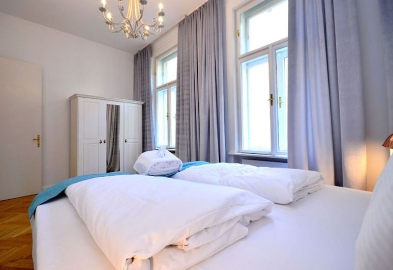 Vienna Residence Colossal Apartment With Balcony and Space for 8 Guests, Wenen