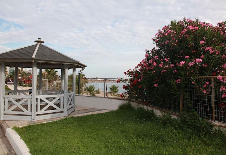 離海灘超近酒店, 帕拉約法利路, 花園
