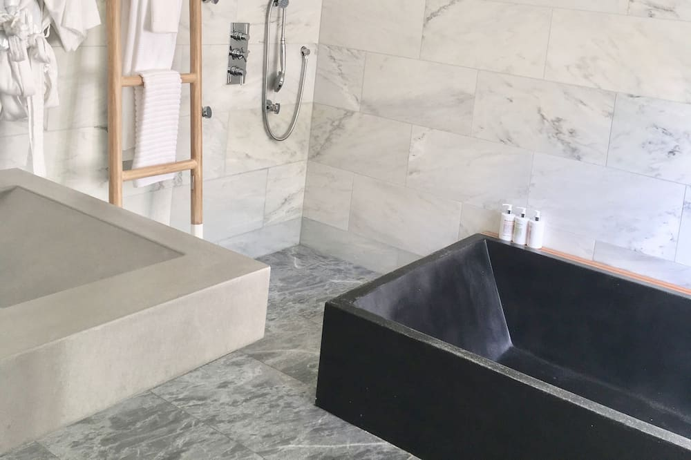 The Lagoon Junior Suite - Private spa tub