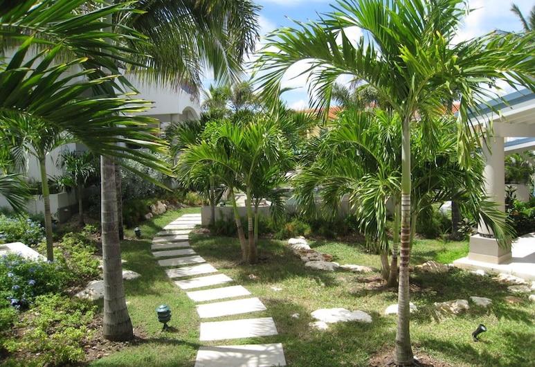 Blue Pelican Villas, Simpson Bay, Garden