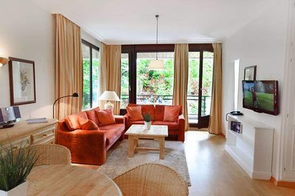 شقة - غرفة نوم واحدة - منظر للحديقة - منطقة المعيشة
