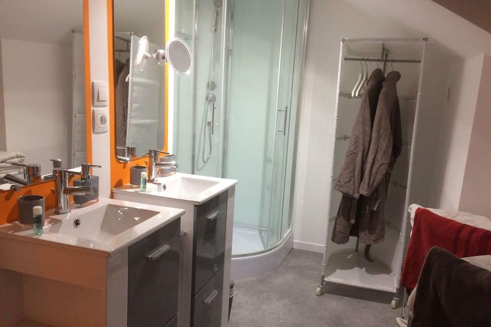 Divvietīgs numurs, vannasistaba numurā (De Luxe 2) - Vannasistaba