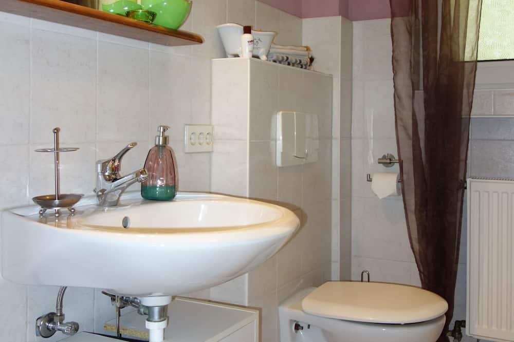 Family Quadruple Room, Private Bathroom (Single Use) - Bathroom