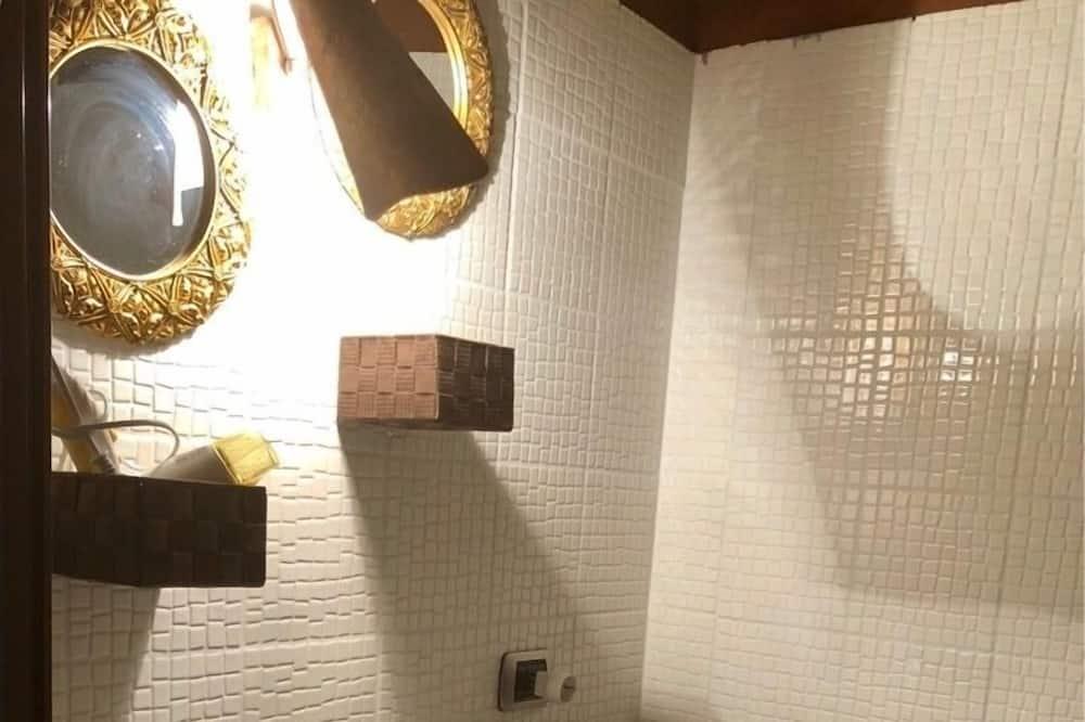 Triple Room, Smoking - Bathroom