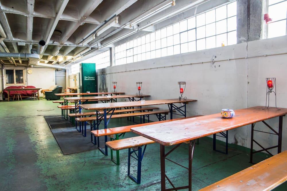 Economy Apartment, Berbilang Katil, Shared Bathroom - Tempat Makan dalam Bilik