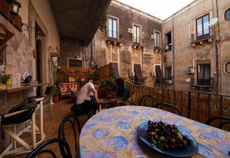 Casa Verdi, Catania, Terasa/trijem