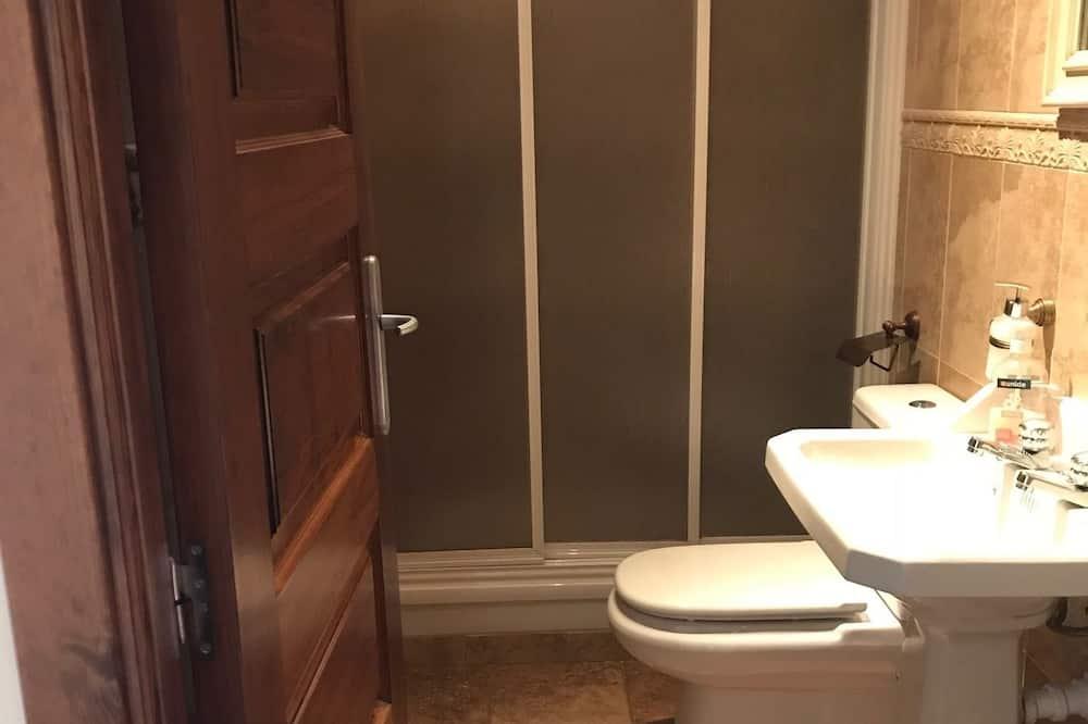 Ház, több hálószobával, terasz - Fürdőszoba
