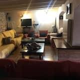 Ház, több hálószobával, terasz - Nappali rész