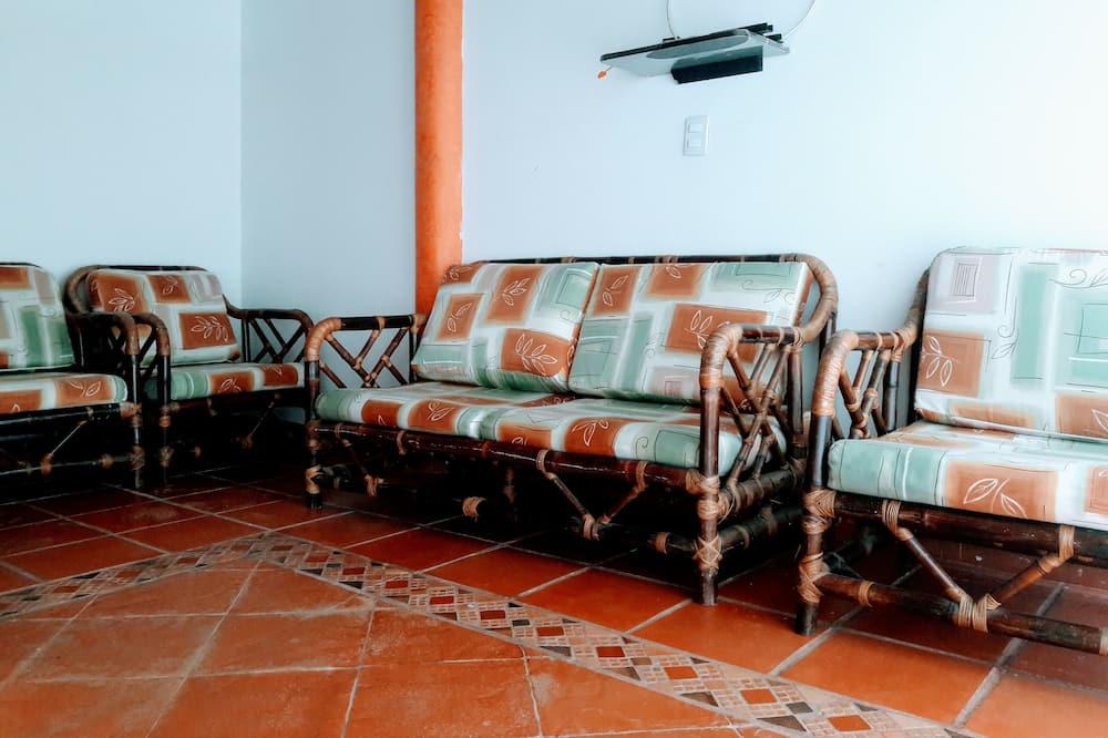 Perhehuone, Useita sänkyjä - Olohuone