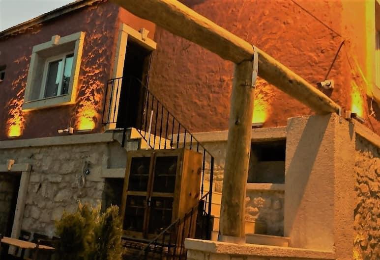 Livan Hotel Deluxe, Çeşme, Otelin Önü - Akşam/Gece