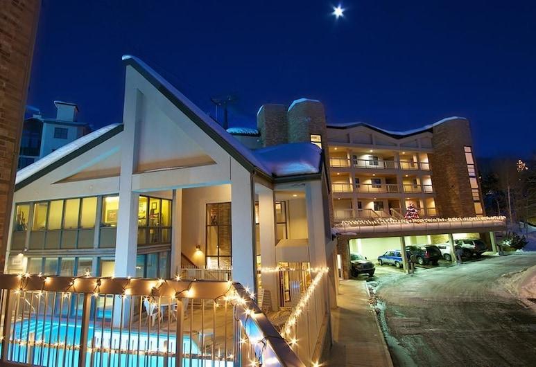 Chateau Chamonix - Cx344 Condominium, Steamboat Springs, Apartamentai, Kelios lovos (Chateau Chamonix - CX344 Condominium), Lauko baseinas