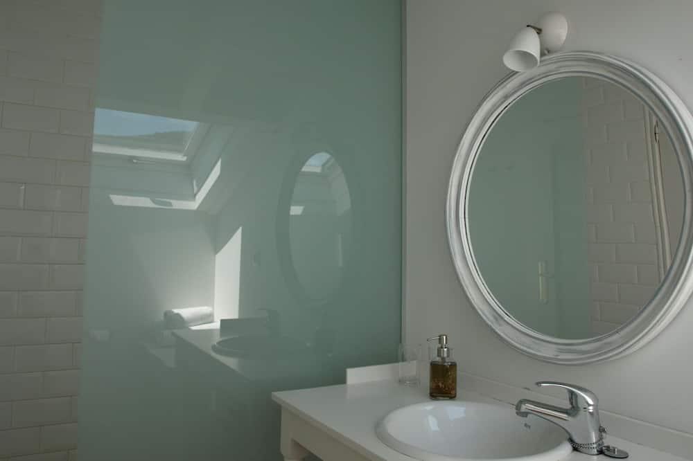 Double or Twin Room, Private Bathroom (5-7) - Bathroom