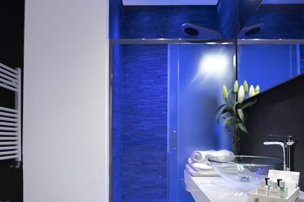 Habitación Deluxe con 1 cama doble o 2 individuales, 1 cama King size, baño privado - Baño
