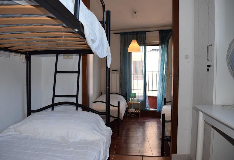 Rose Santamaria Residence, Rom, Shared Dormitory, Women only, Shared Bathroom (External), Bilik Tamu