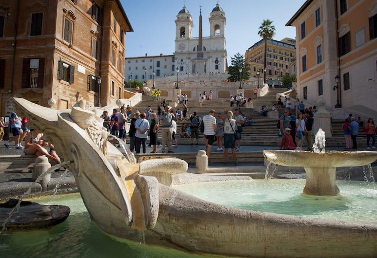 Holidays at the Spanish Steps, Roma, Fontana