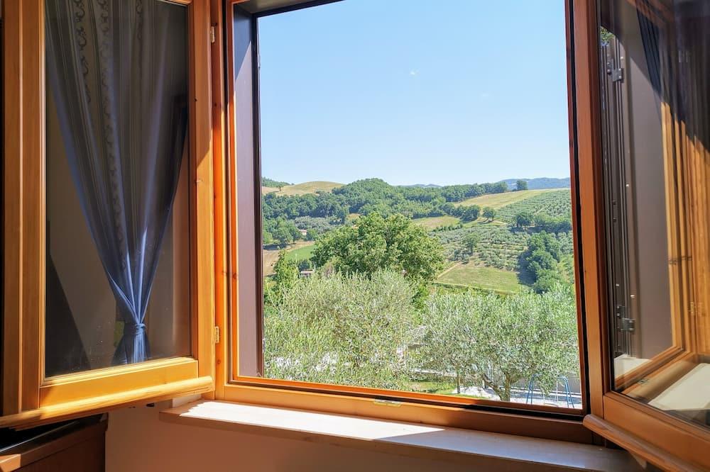 apartman, több ágy, kilátással a dombra - Vendégszoba kilátása