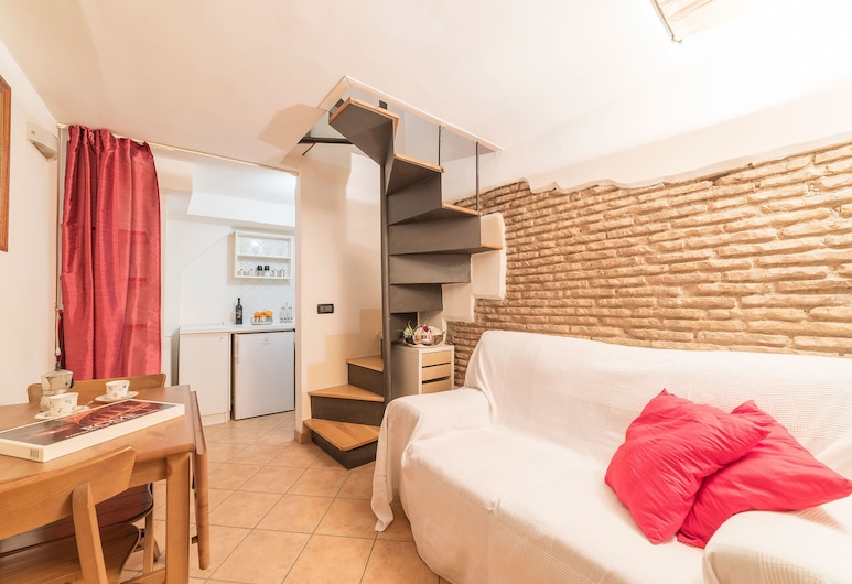 Sweet Suite near Pantheon, Rome, Apartment, Living Area