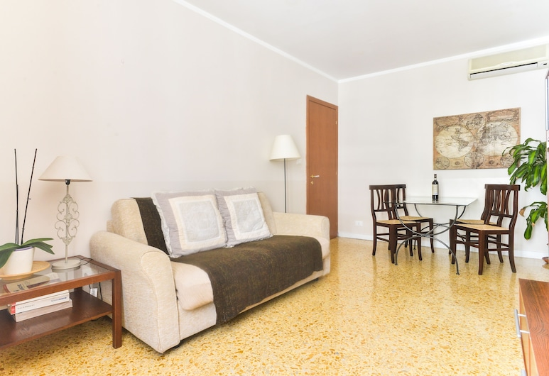 Pantheon Cozy Apartment n. 4, Rome, Apartment, 2 Bedrooms, Living Area