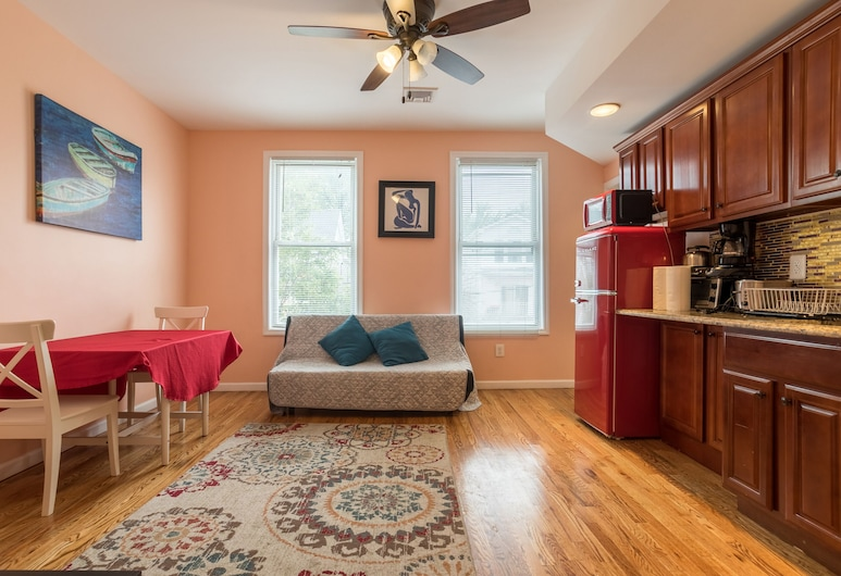 Budget 1 Bedroom Apartment 10 Min From Airport, نيوارك, الغرفة