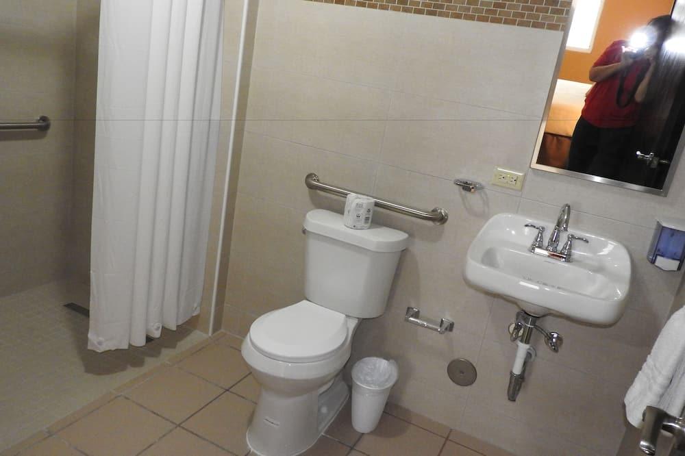Habitación Confort, Varias camas - Baño