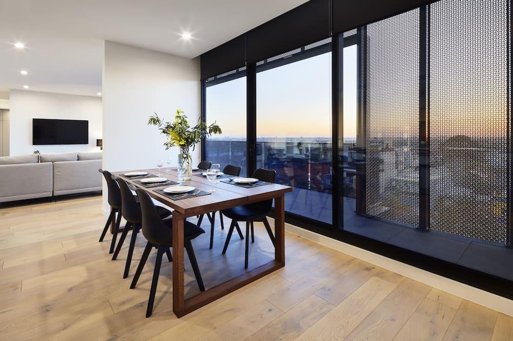 Apartemen Deluks, 3 kamar tidur, pemandangan kota - Tempat Makan Di Kamar