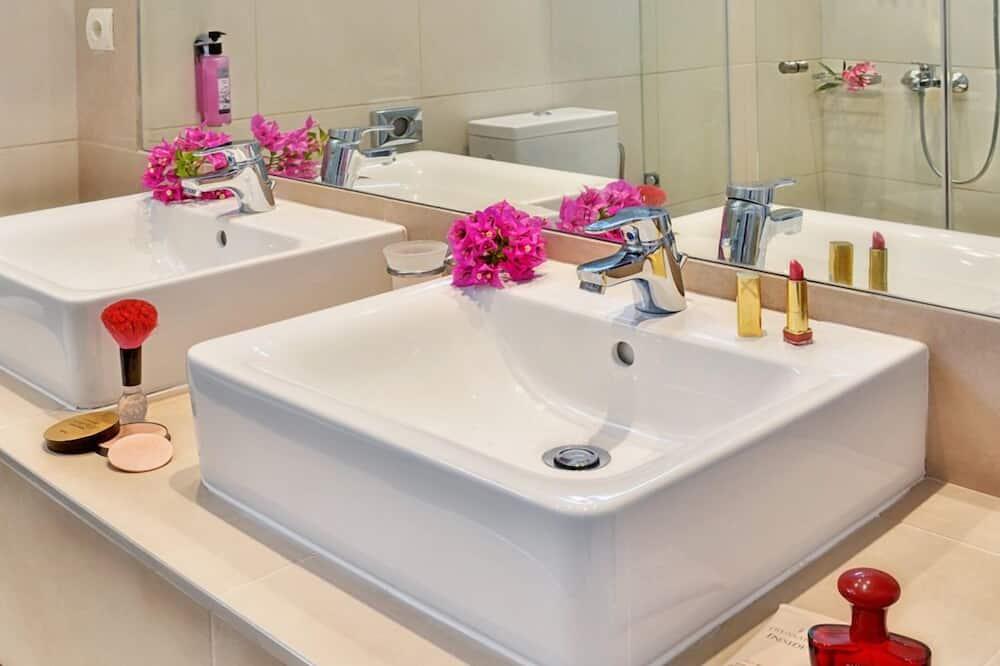 Двухместный номер с 1 двуспальной кроватью - Раковина в ванной комнате