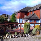 Snowgoose Apartments & The Smiddy Bunkhouse, Fort William