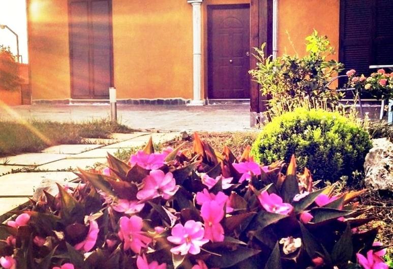 SinequaRoma, Rooma, Fassaad