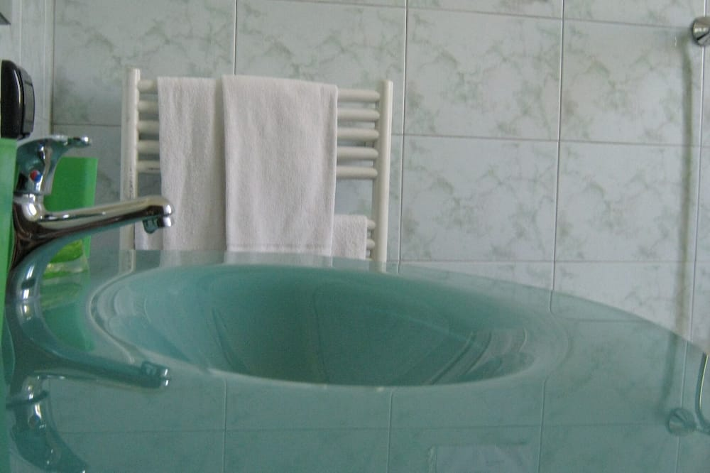 Liukso klasės dvivietis kambarys, vonia - Atskira masažinė vonia