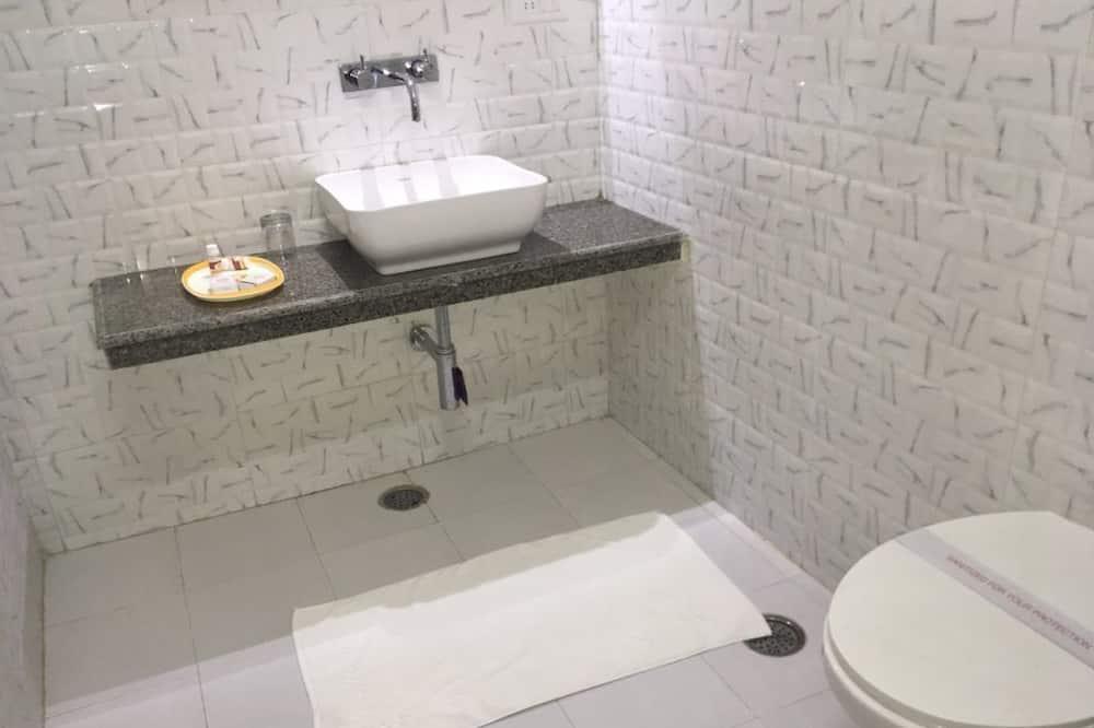 Deluxe kamer, 1 twee- of 2 eenpersoonsbedden, Toegankelijk voor mindervaliden, niet-roken - Badkamer