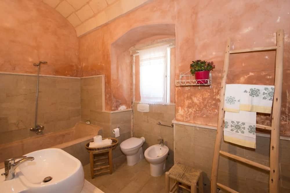 Quadruple Room, Connecting Rooms - Bathroom