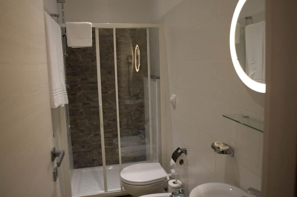 חדר דה-לוקס זוגי, מיטת קינג, שירותים צמודים - חדר רחצה