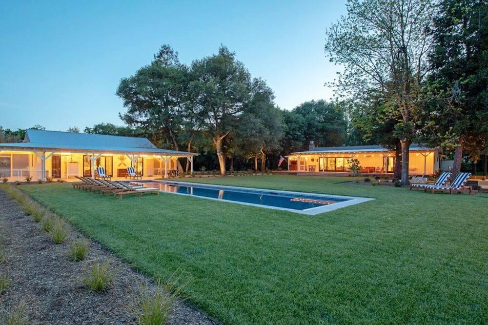 Ev, 4 Yatak Odası - Açık Yüzme Havuzu