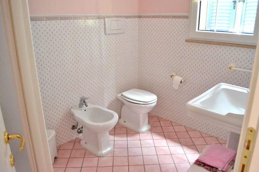Tek Büyük Yataklı Oda, Bahçe Manzaralı, Ek Bina - Banyo