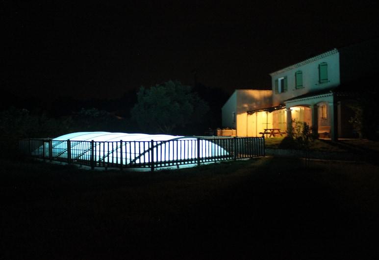 ماس دو ليستل شامبر دوت, أرلي, حمام سباحة