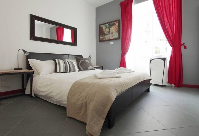 Cozy flat near Colosseum, Roma, Camera