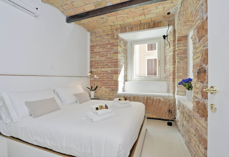 Design Flat for 4 people near Colosseum, Rome