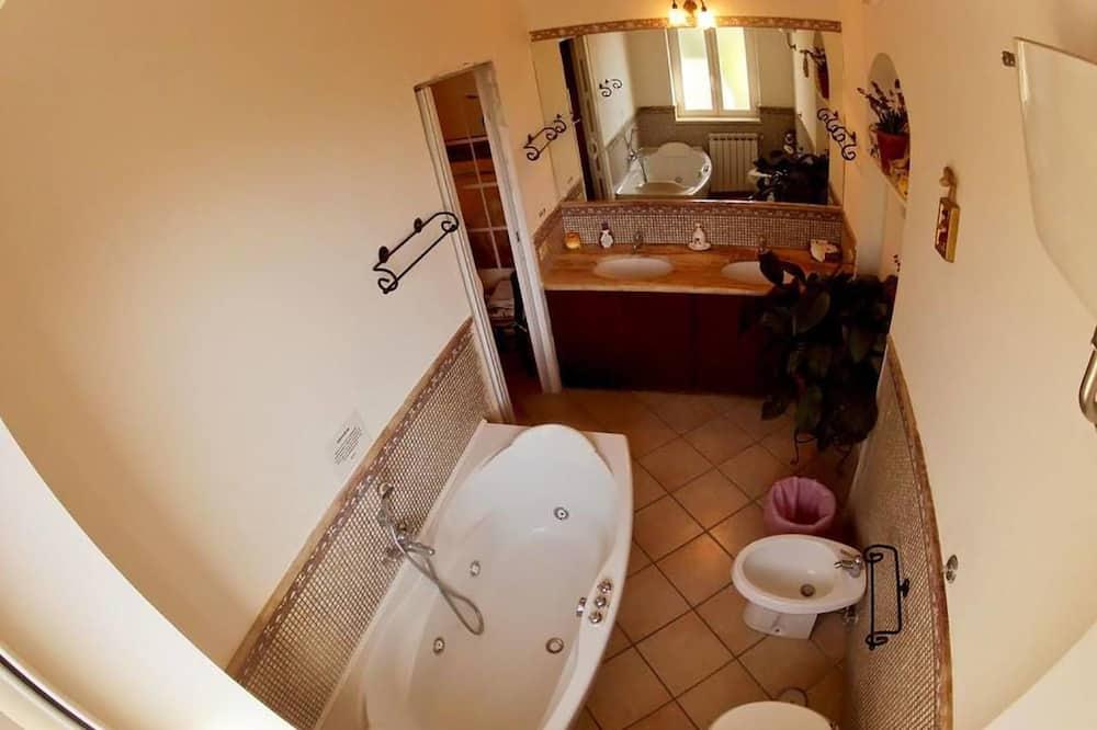 Deluxe-Doppelzimmer, Whirlpool - Badezimmer