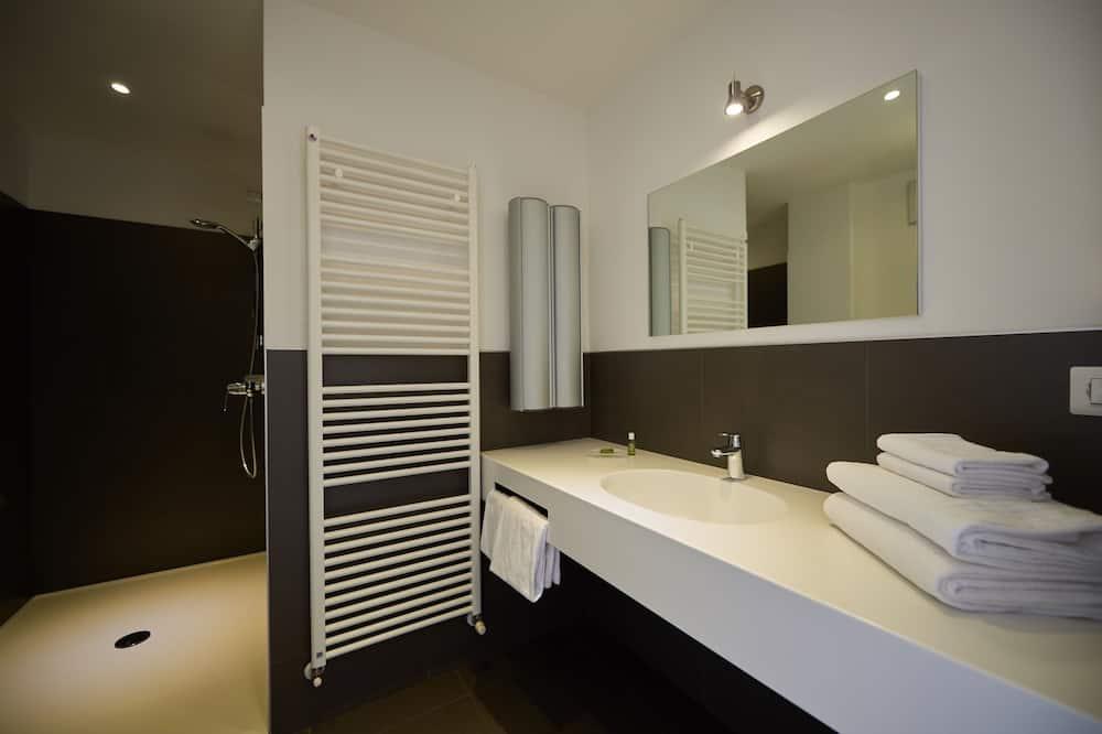Τρίκλινο Δωμάτιο - Μπάνιο