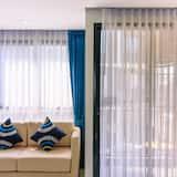 Design Studio, 1 Queen Bed, Kitchen - Living Area