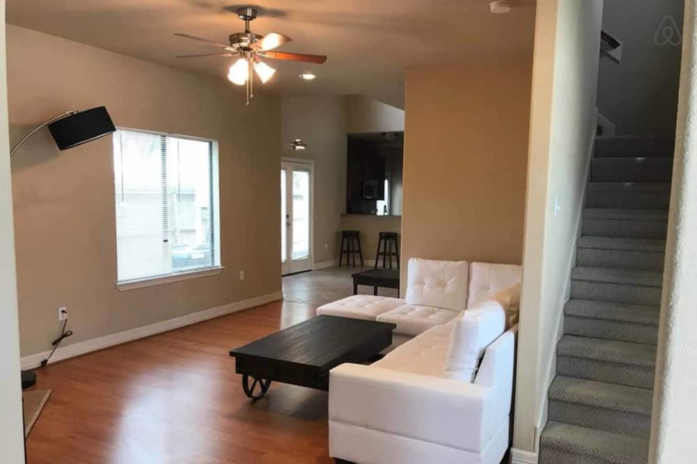 Business Townhome, 3 Bedrooms - Living Room