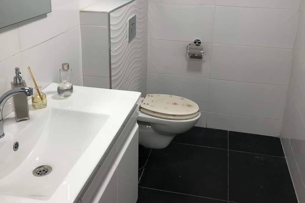 Comfort Apartment, 1 Bedroom, Hot Tub, Ground Floor - Bathroom