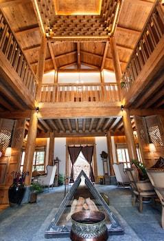 Picture of Daniel Lawence Gadan Manor Hotel in Deqin