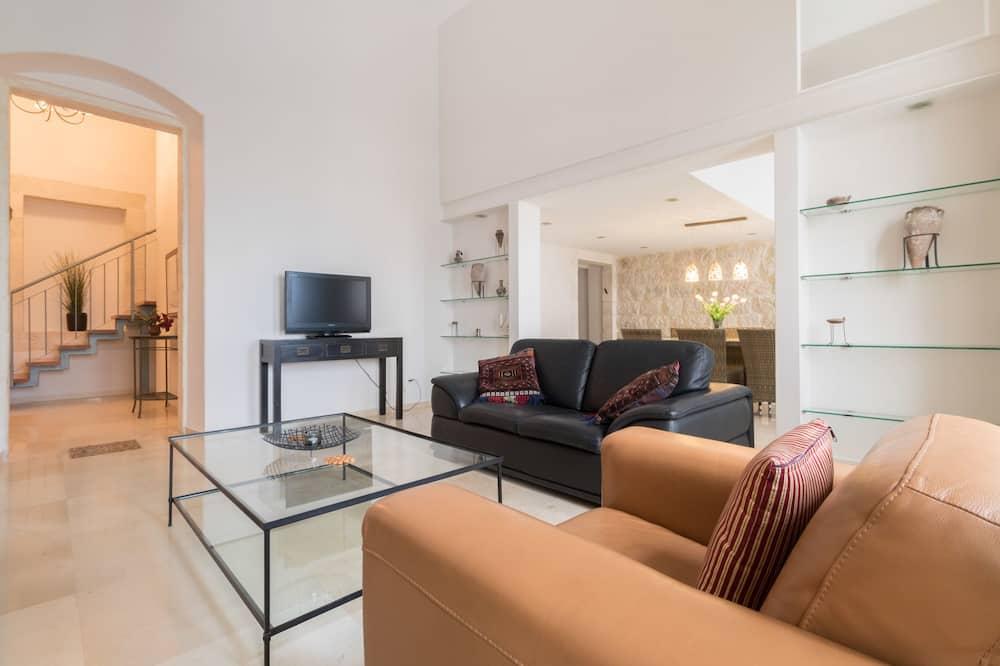 Deluxe Duplex, 2 Bedrooms - Living Room